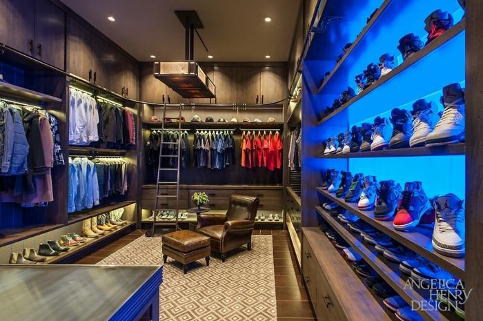 dressing chaussures, un shoesing avec éclairage original, penderies et beaux placards