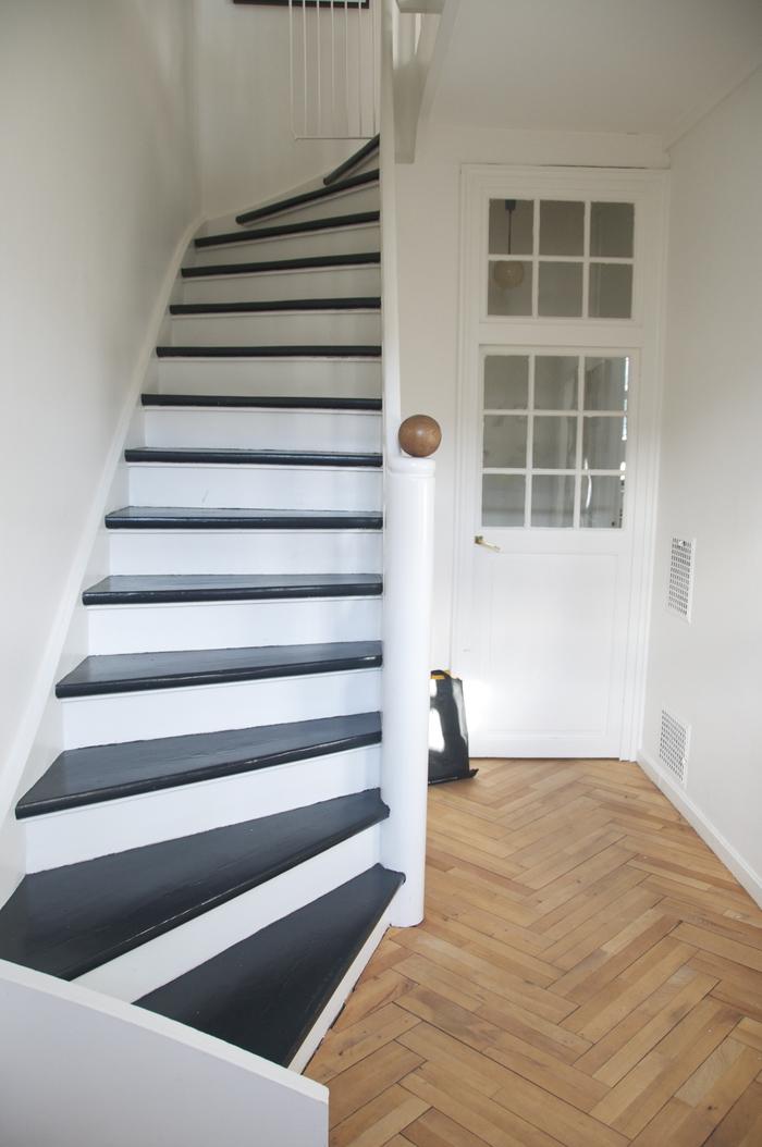 repeindre escalier de façon originale pour en créer un joli effet de contraste
