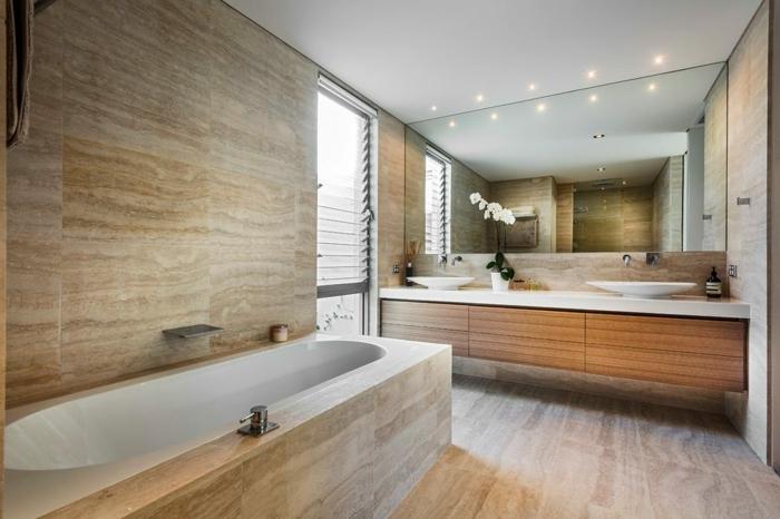 salle de bain pierre naturelle, grand miroir rectangulaire, meuble vaec une double vasque, sol et mur travertin