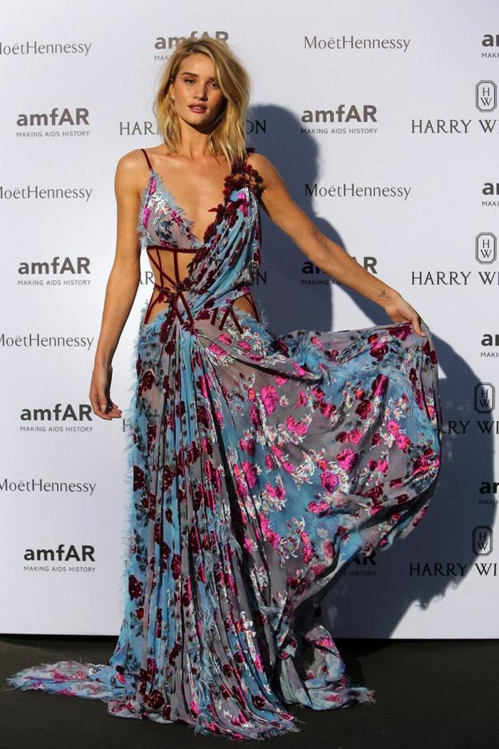 Une robe soirée tenue de soirée tenue tendance chic été robe longue mariage d été champêtre