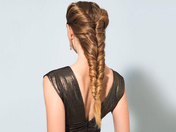 coiffure natte élégante sur de cheveux longs, style faux épi de blé, look femme princesse, tenue de soirée femme