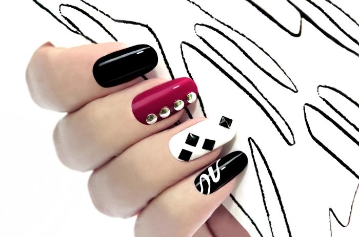 idée décoration nail art gel sur ongles longs de base blanc noir et rose, déco avec strass noir et or