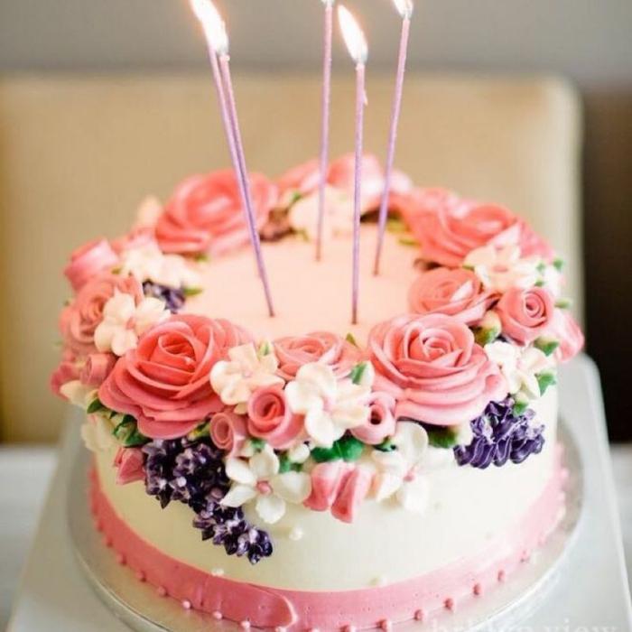 Beau gâteau anniversaire adulte gateau facile et original fleurs de crème frais
