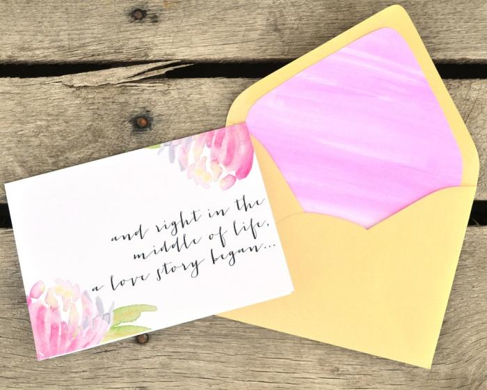 comment faire une enveloppe en papier, décoration sur papier blanc avec peinture aquarelle et lettres noires