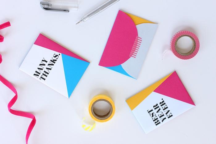 enveloppe kraft, modèle d'enveloppe DIY fait main avec papier en couleur et scotch coloré