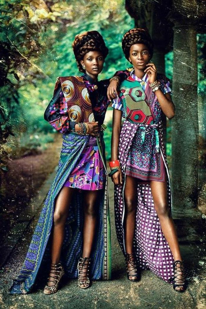 deux femmes, deux looks avec jupe longue africaine, mode africaine, motifs carreaux, ruches et cercles en spirales, jupe mini et jupe longue superposées