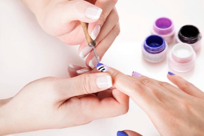 astuces et conseils soins pour les mains, technique nail art décoration et rallongement des ongles