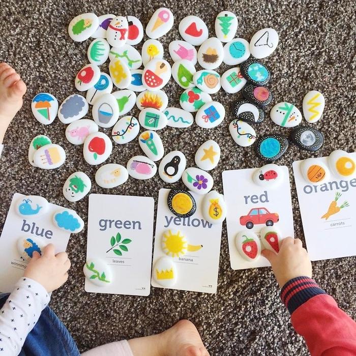 idée de jeu apprentissage des couleurs, ranger galets décorés de dessins selon la couleur, activité montessori amusante