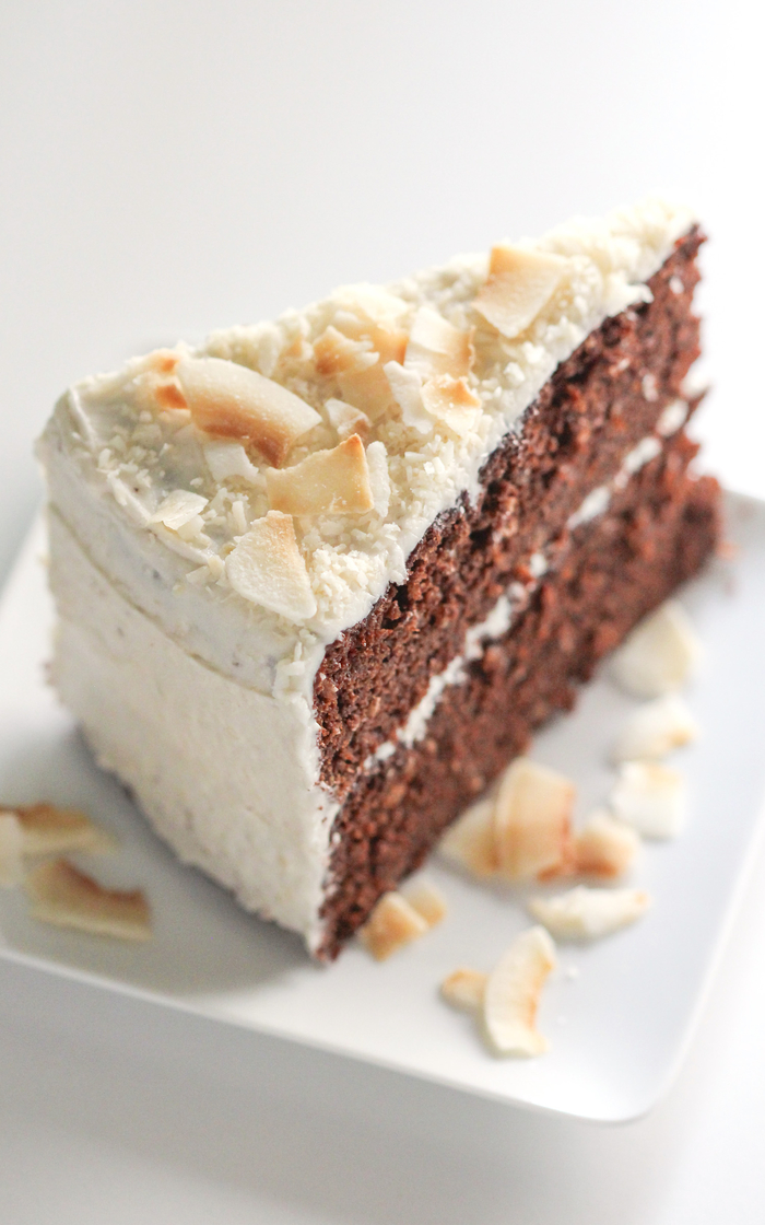 idée pour un gateau d'anniversaire au chocolat et à la noix de coco en version saine sans gluten