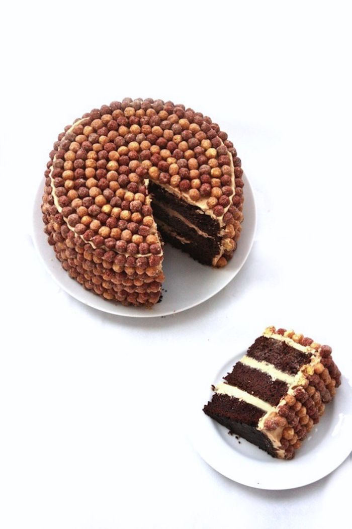 recette gateau au chocolat facile et rapide avec ganache au beurre de cacahuète et décoration originale de céréales