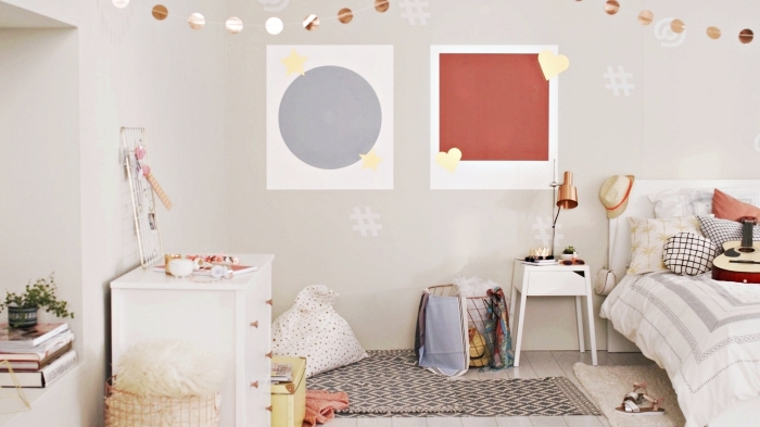 modèle de créations en papier pour la déco des murs et du plafond dans la chambre ado fille