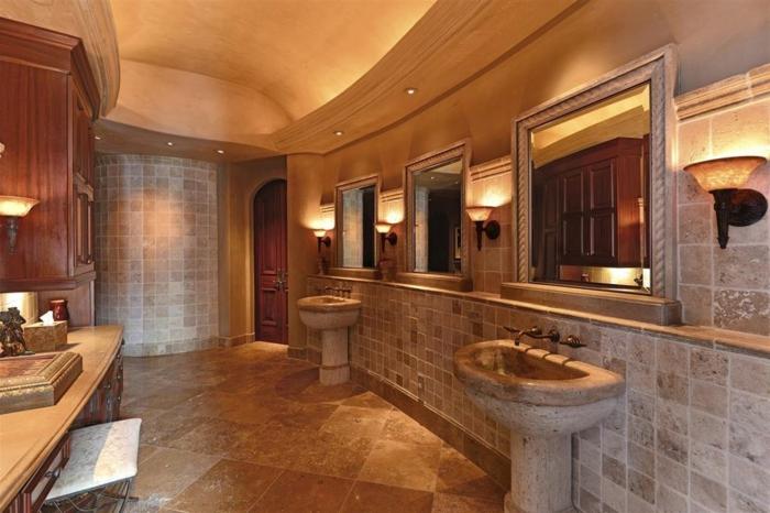 travertin salle de bain, deux vasques sur pied, carrelage mural en pierre naturelle