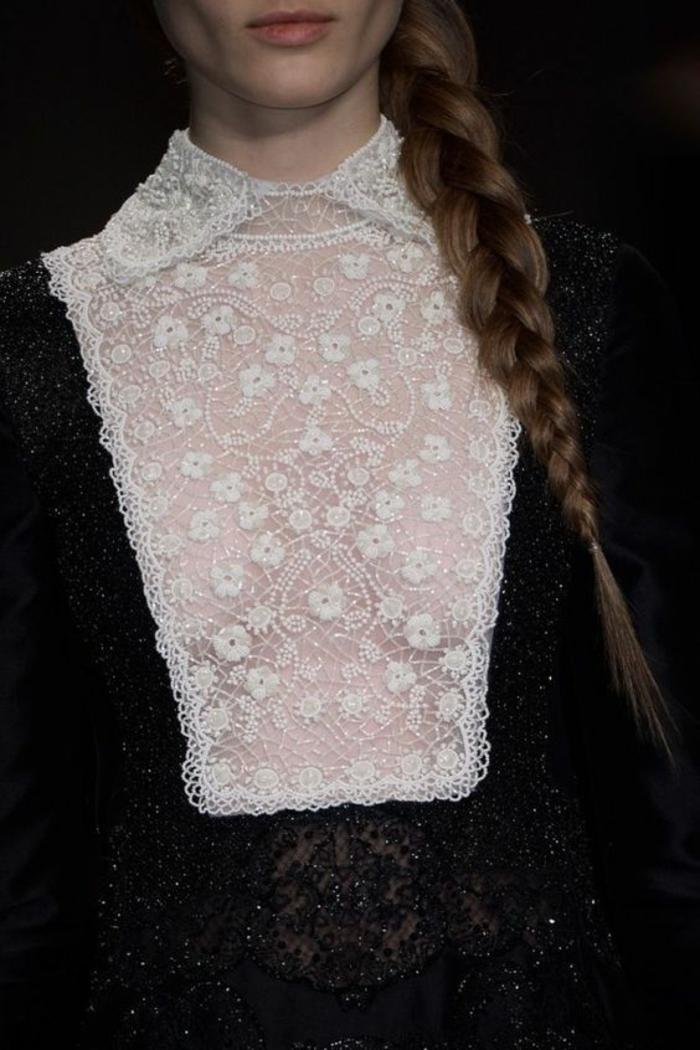 blouse blanche avec dentelle blanche aux motifs fleuris sur le buste, soirée chic et choc, partie en dentelle noire
