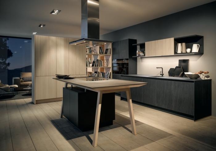 revêtement de plancher en bois clair et plafond blanc avec éclairage led, cuisine aménagée avec armoires modernes