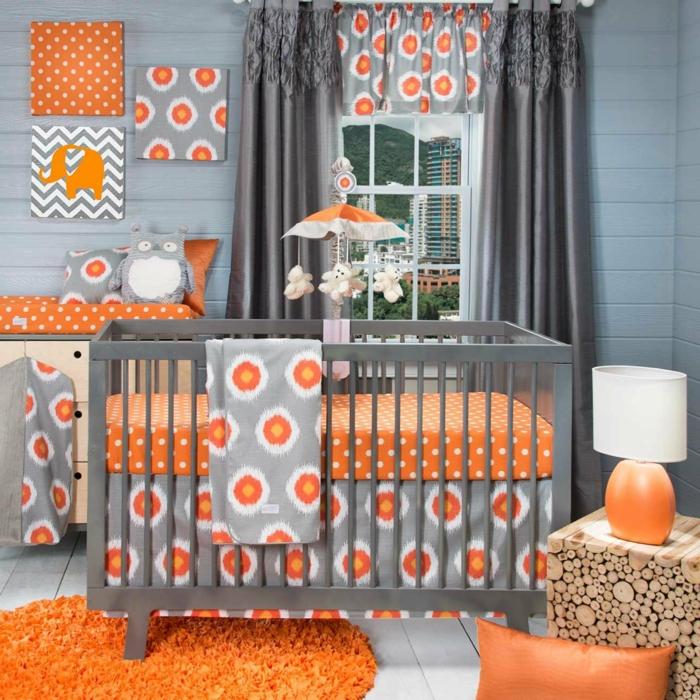 idée déco chambre bébé mixte, tapis rond, coussin en cuir orange, papier peint original