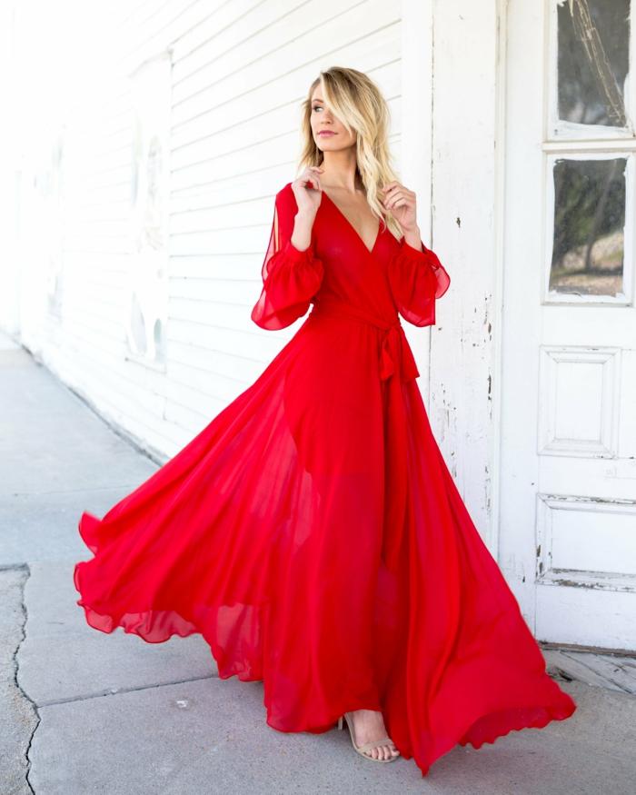 Quelle robe pour quelle occasion robe longue rouge avec manches longues