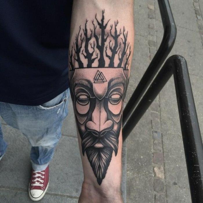 Superbe tatouage symbole liberté tatouage cool idée tatouage tête de viking et symbole triangle