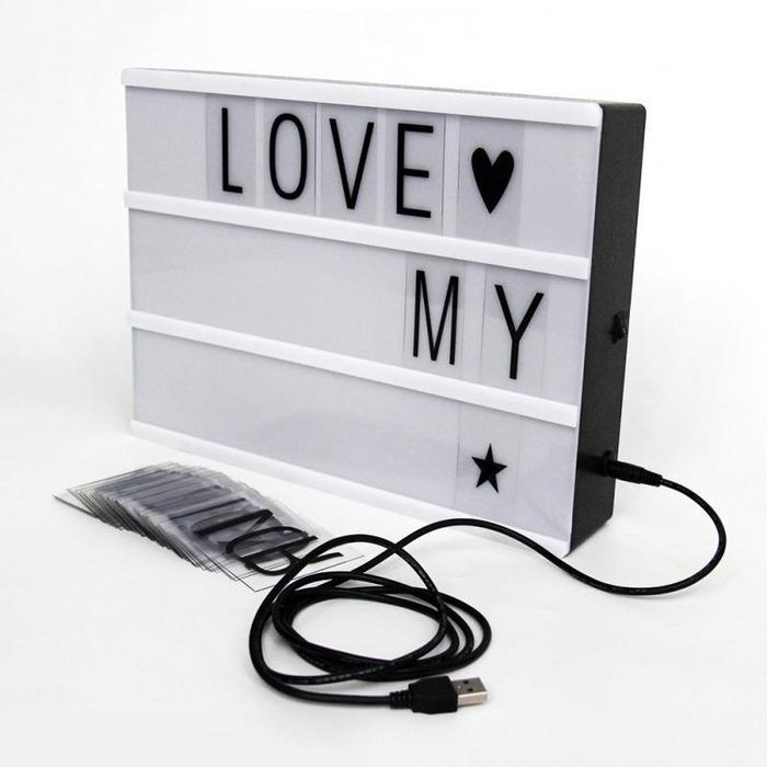 idée cadeau homme pour la saint-valentin à acheter, une boîte lumineuse à lettres et symboles pour lui dire je t'aile de mille façons