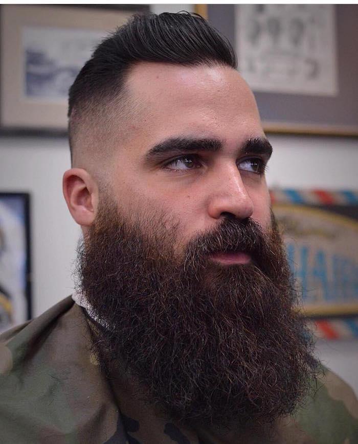 coupe homme avec barbe en dégradé et entretien de barbes