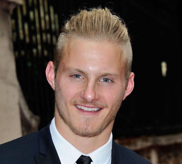 idée se couper les cheveux soi meme homme blond en arriere
