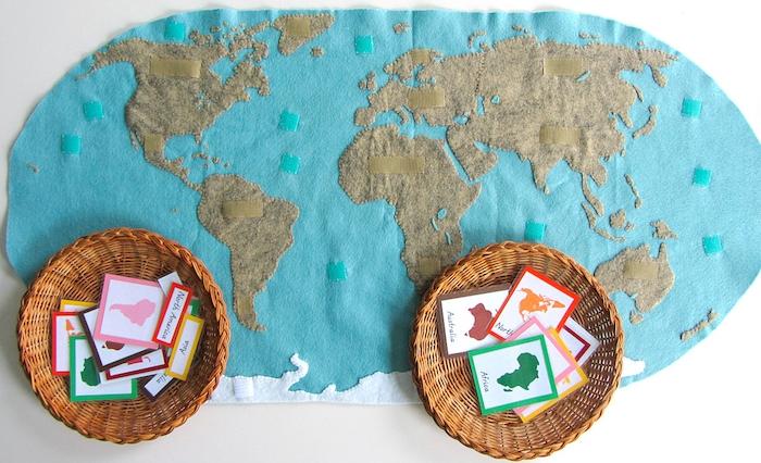 activités montessori, jeu d association des continents en papier colorés sur une carte du monde