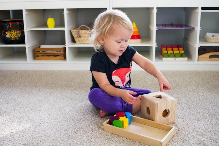 idée de jeu enfant pour apprendre les formes geometriques, pédagogie montessori en crèche, activité enfant facile