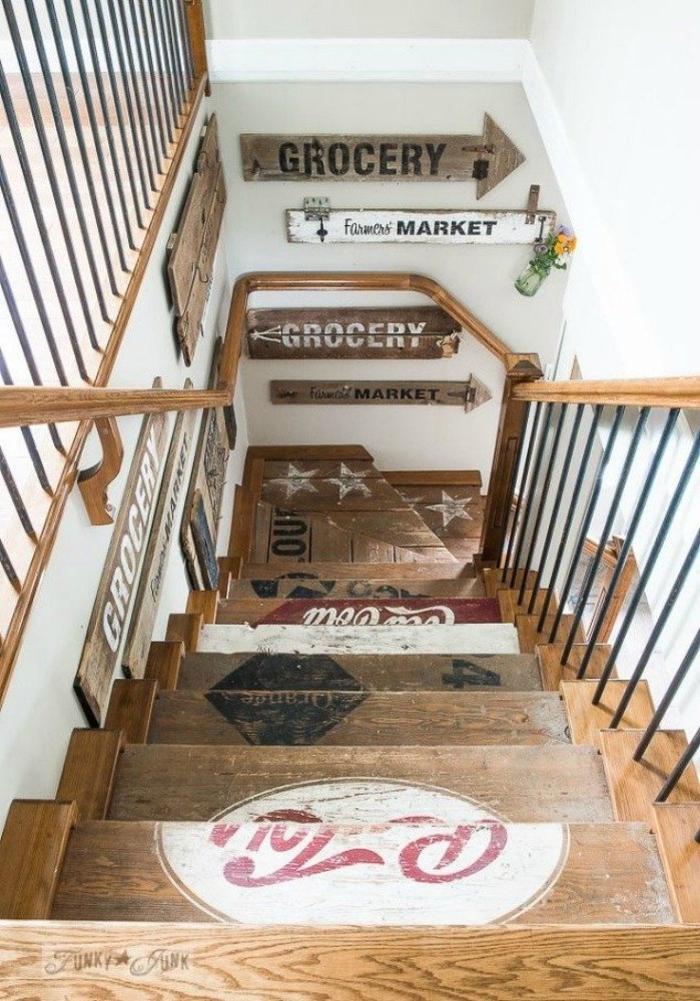 projet pour une deco montee escalier originale avec des enseignes en bois récup q