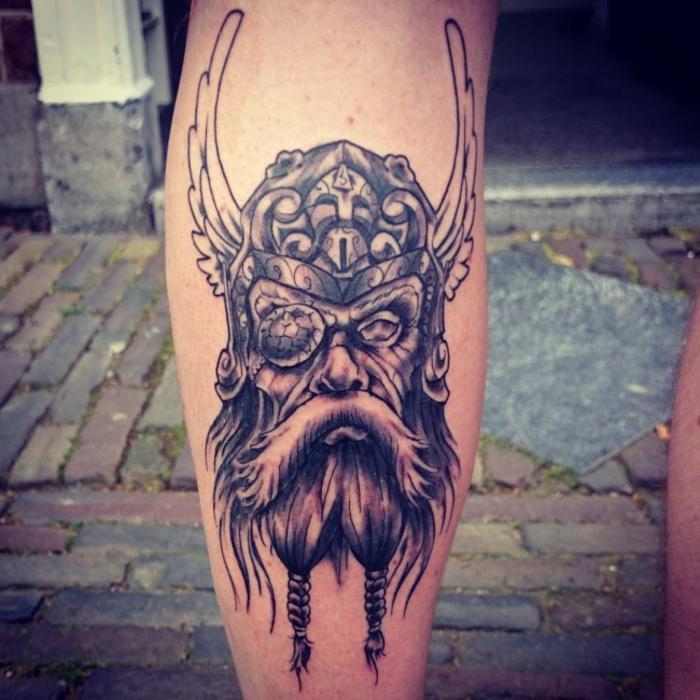 Ecriture viking tatouage symbole viking idée tatouage tete de viking