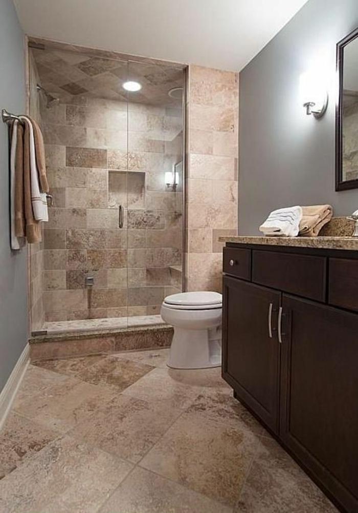 petit espace de douche, meuble sous vasque, murs gris, plafond blanc, applique murale