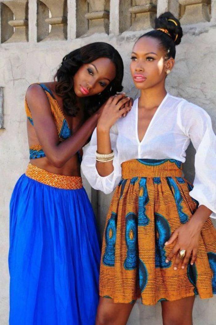 deux looks avec deux jupes africaines, une longue et une mini, vetement africain, tailles hautes, top sans manches en motifs africains colorés et chemise semi-transparente avec des manches longues