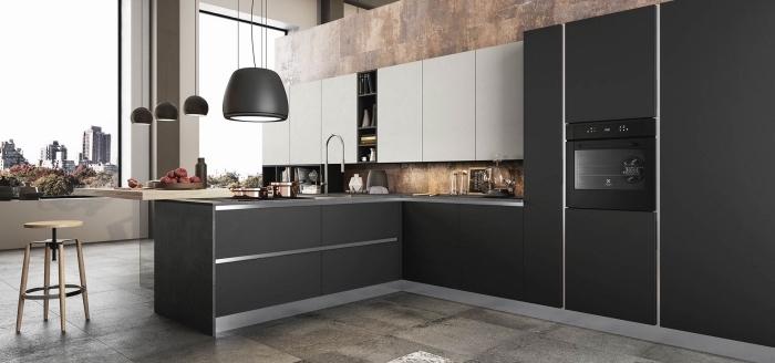 design intérieur moderne dans une cuisine large avec armoires blanches et noires à fermeture automatique