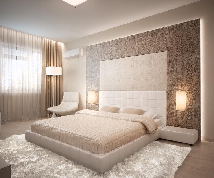 quelle couleur pour chambre adulte à design luxe et moderne avec rideaux beige et tapis moelleux blanc sur parquet de bois clair