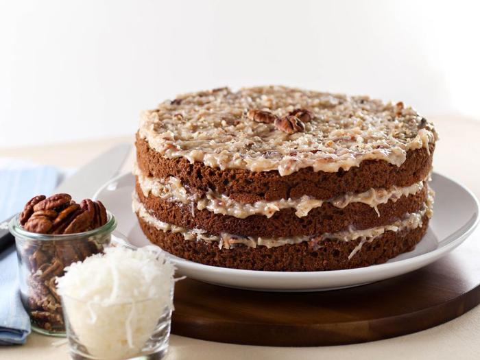recette traditionnelle d'un gâteau anniversaire allemand au chocolat et noix de pécan