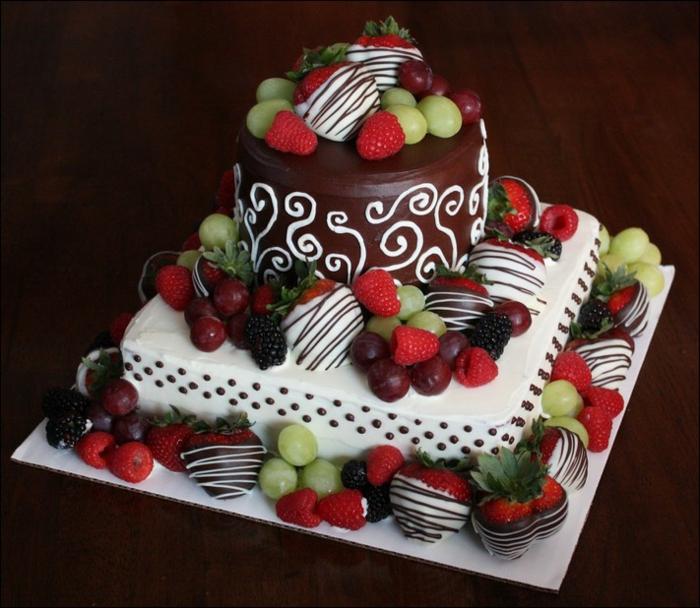 Gateau anniversaire adulte aux fruits