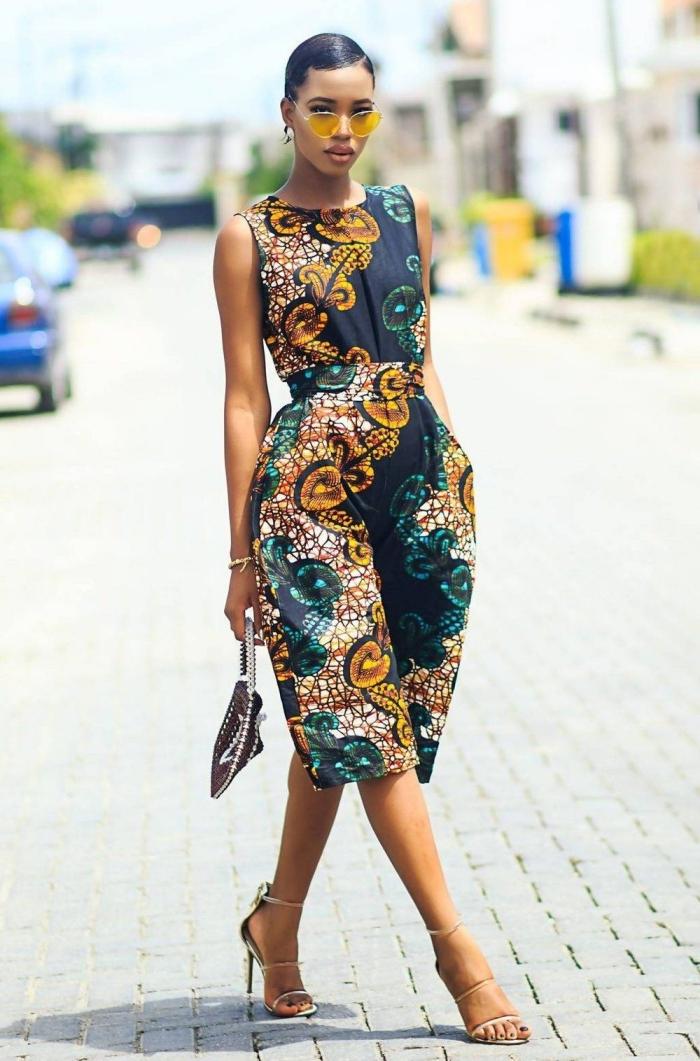 modèle de combinaison à longueur genoux de style africain, vêtement femme stylée en pagne africain aux motifs floraux