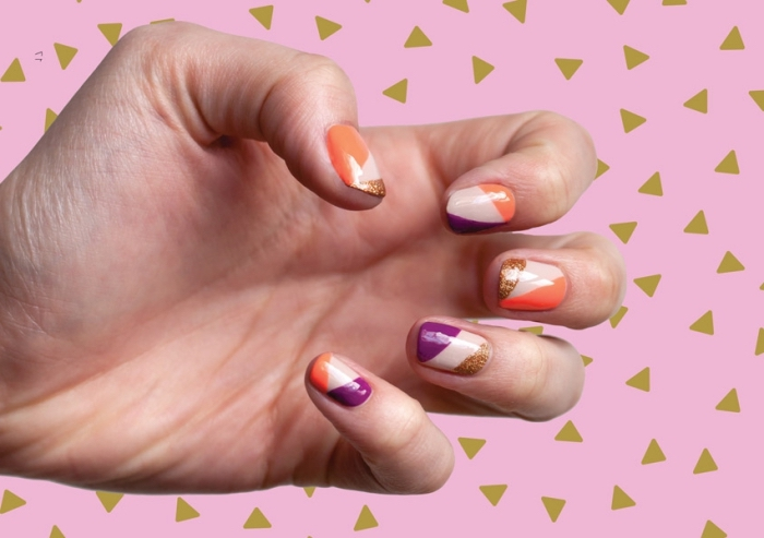 modele ongle gel en couleurs violet et orange à design géométrique de motifs lignes triangulaires