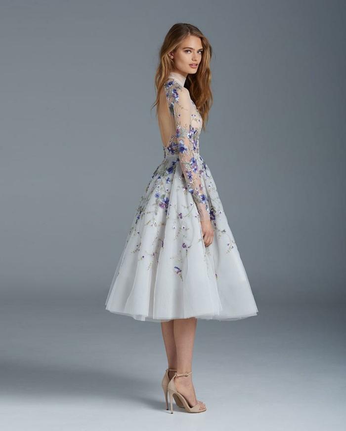 Chic tenue soirée femme tenue habillée robe ou tailleur robe vintage blanche dentelle violet fleurs