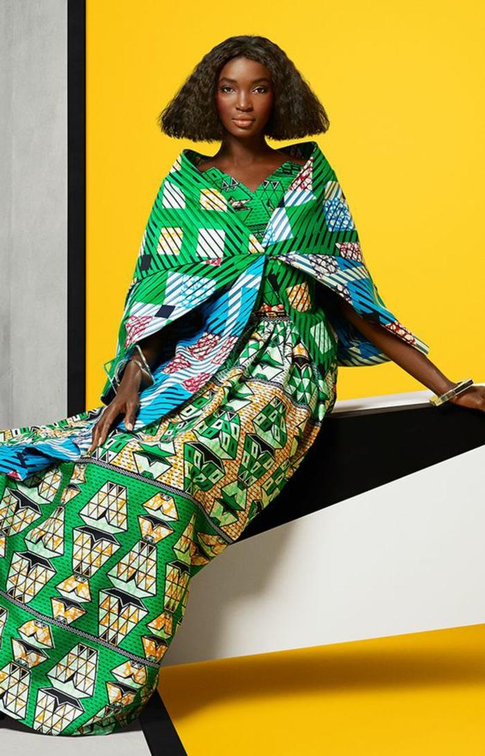 tunique très longue en vert réséda avec des carreaux, mode africaine, vetement qui couvre les épaules, vert et bleu pastel