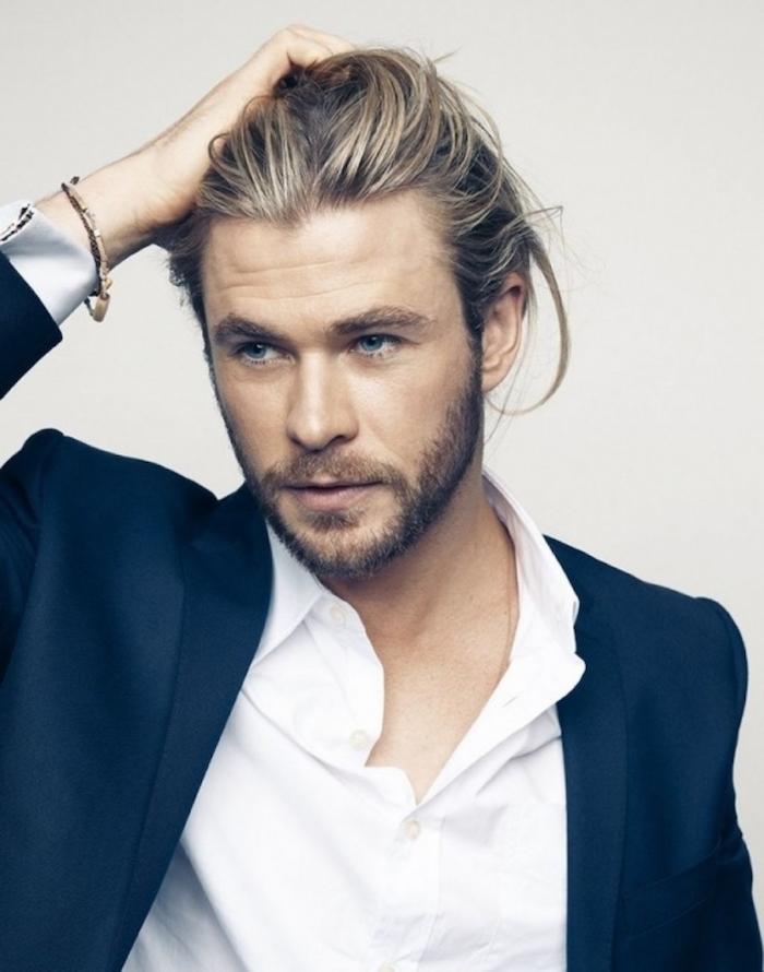 chignon homme man bun barbe 3 jours cheveux longs