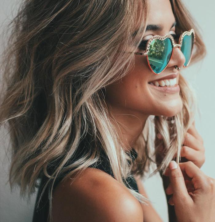 carré long ondulé look boheme chic, boucles légères, cheveux balayage avec cheveux et texture