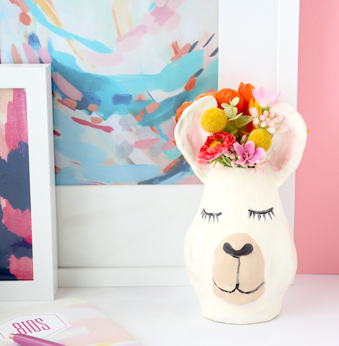 modele pate fimo vase sculptée animal avec des fleurs champetre dedans, décoration maison a fabriquer soi meme