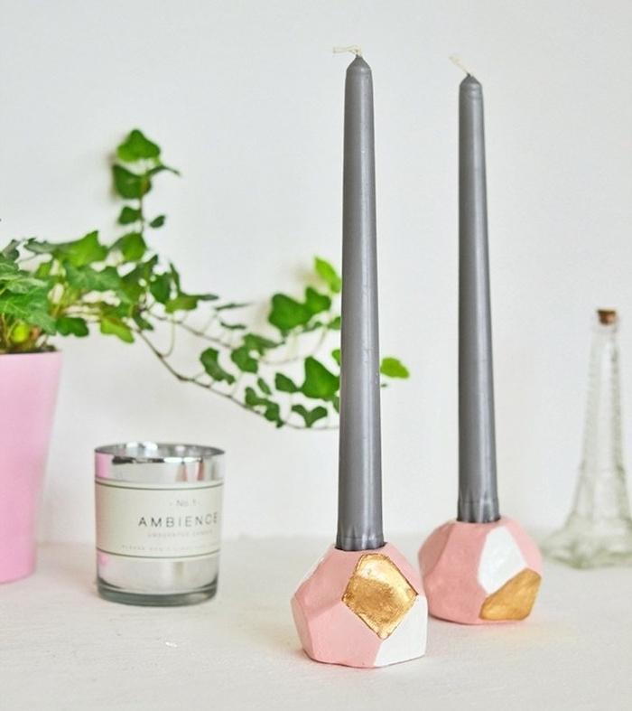 fimo facile pour fabriquer une bougeoir simple rose et or avec des bougies grises insérées à l intérieur, plante dans un pot
