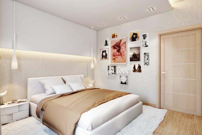 association couleur beige dans l'intérieur, mur avec photos et plafond suspendu blanc dans chambre adulte