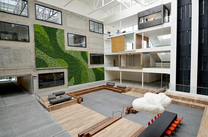 mur végétalisé avec mousse verte, suspension nuage blanche, déco murale béton