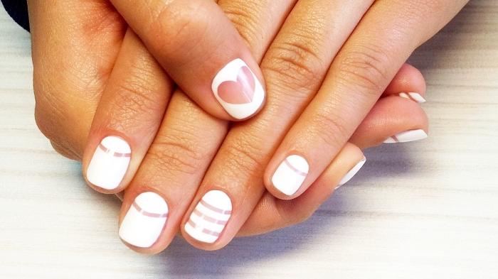 idée manucure pour la Saint Valentin en couleur blanche et décoration dessin forme de coeur transparent