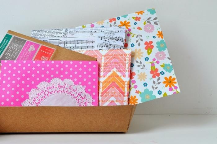 collection d'enveloppe DIY fabriquée de papier coloré à design florale et géométrique