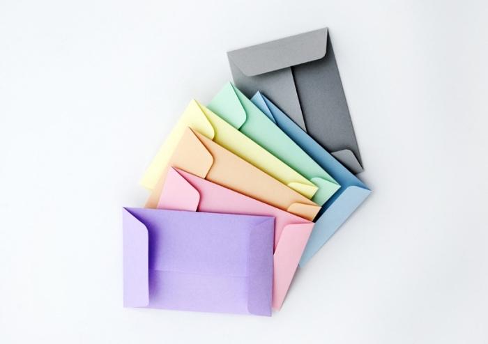 comment faire une enveloppe en papier, petites enveloppes DIY faits de papier en couleurs variées