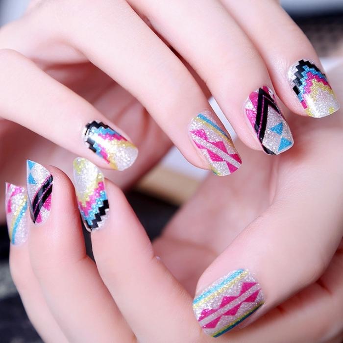 idée pour nail art en couleurs à design minecraft et motifs géométriques, manucure en paillettes argentées