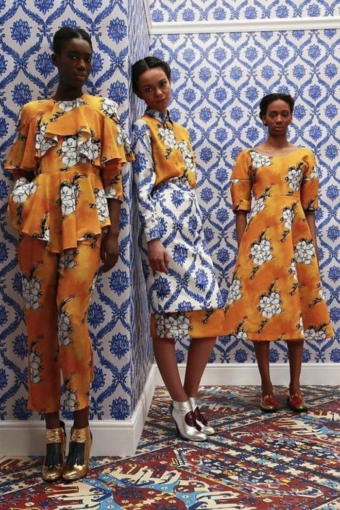 trois looks, deux robes africaines et un look en pantalon, motif africain, fleurs blanches sur base orange, une robe avec jupe évasée et une robe droite