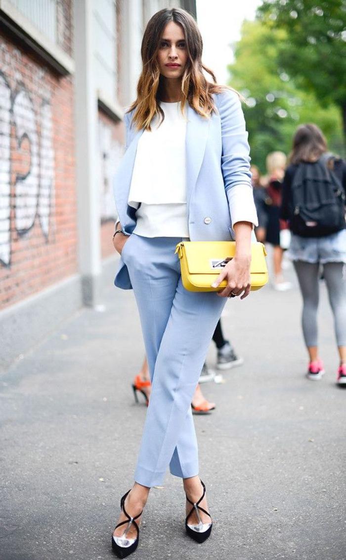 vision chic et romantique en costume femme bleu pastel avec une touche de jfluo